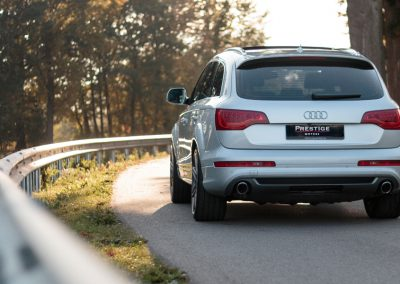 audi-q7-on-the-road